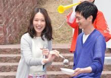戸田恵梨香と加瀬亮が流し餃子に挑戦! 見事キャッチした戸田が「良かった」と笑み