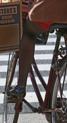 自転車の 自転車 携帯電話 道路交通法 : 自転車でイヤホン、ペット連れ ...