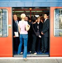 満員電車の苦痛、イライラ……。その理由と男女の違い