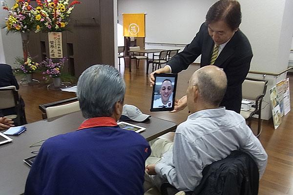 「LINE」や「認知症予防アプリ」を活用 -- 60歳以上向け「iPad 教室」が今年も開催