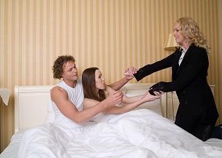 不倫を繰り返してしまう女性の心理 - 既婚者ばかり好きになるのはなぜ?
