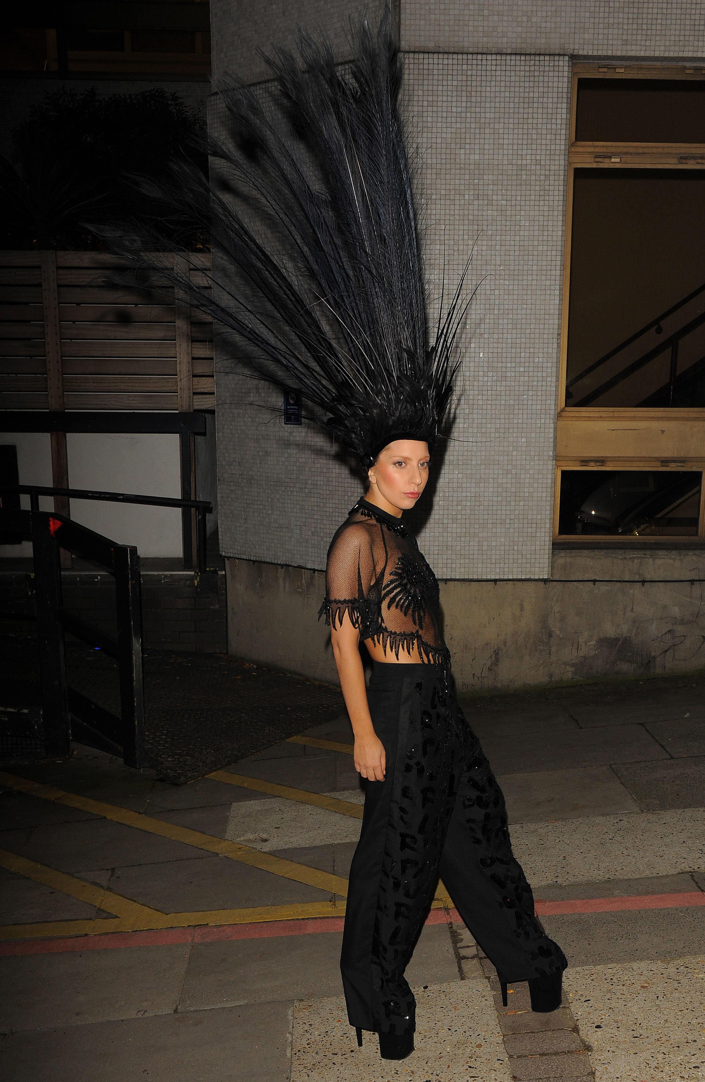 レディー・ガガの超越したファッションがおもしろすぎると話題に!