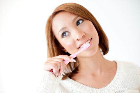歯磨きは実は効果がない!? 口臭を消すポイントは歯の間!