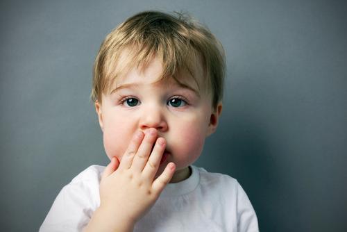 毎年20人以上が死に至る「窒息事故」から子どもを守る方法7つ