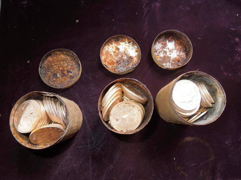 米夫婦が10億円相当の金貨1400枚発見、庭で犬の散歩中に