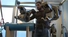 ほぼパワーローダー! 100kgが軽く持ち上がるイタリア製パワードスーツ