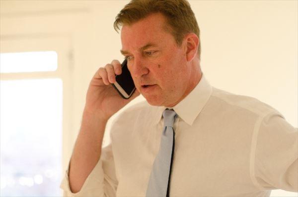 あの人は年収400万円か1,000万円か? 携帯電話を使う姿で分かる
