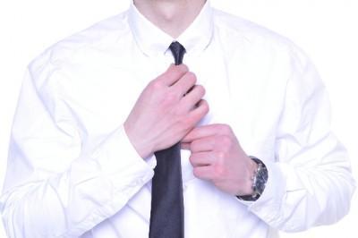 キュン死する!「男子の仕草TOP3」―「1位 ネクタイ緩める」