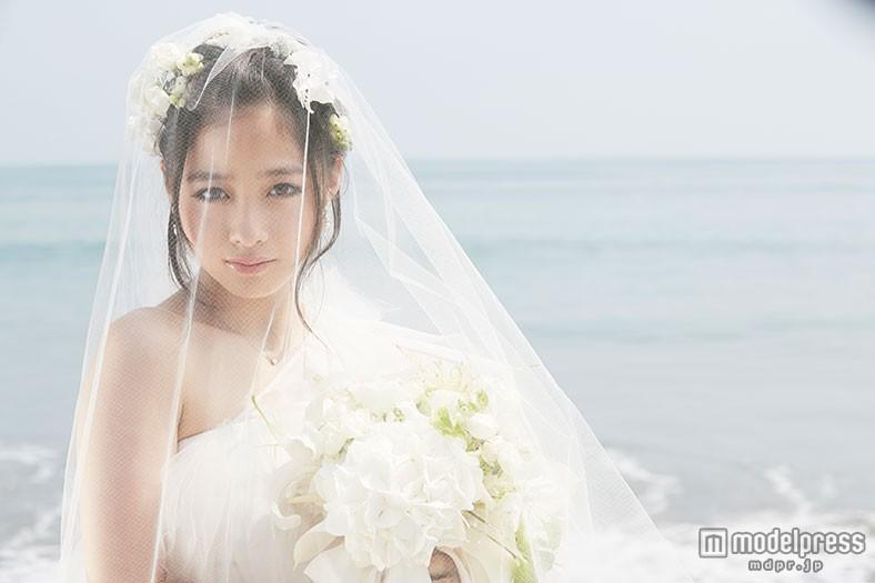 天使すぎる橋本環奈、純白ウエディングドレスで新境地