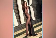 アカデミー賞にすけすけドレスで現れた美女が「ほぼ裸」と話題に【動画】