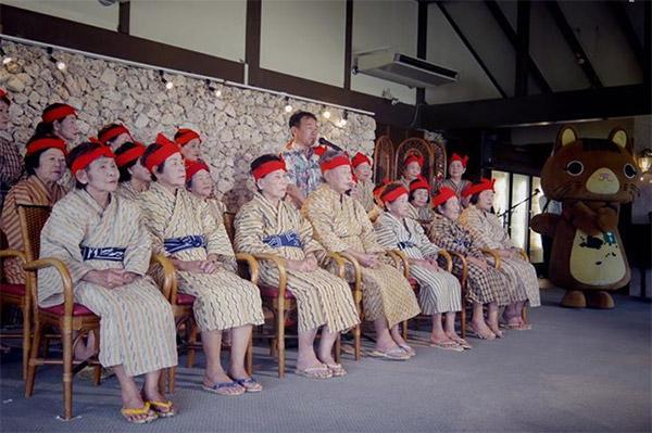沖縄発、天国に一番近いアイドルグループ「KBG84」がネット上で話題