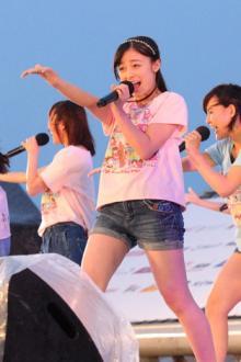 【沖縄国際映画祭】橋本環奈、雨と強風のアイドルステージで熱いパフォーマンス