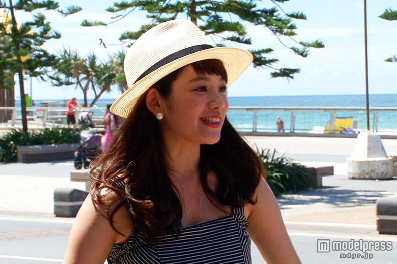 筧美和子、ビーチで魅力全開