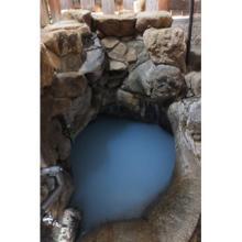 世界遺産の温泉は青かった! 世界遺産唯一の公衆浴場は和歌山県の山奥にある