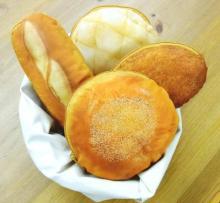 「まるでパンみたいなポーチ」でカバンにいつも焼きたてパンを!ヴィレヴァンで予約受付中