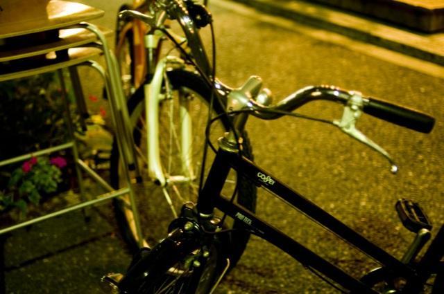 無灯火の逆走自転車が車と衝突 ...