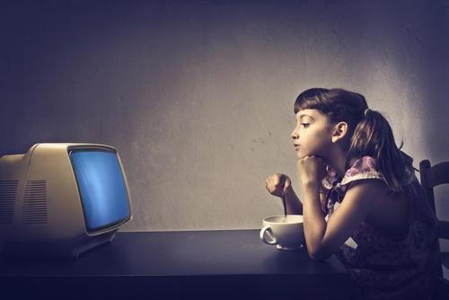 テレビは「1日1時間でも」子どもの学力を下げることが明らかに