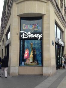 【海外ディズニー】凱旋門から歩いてすぐ! フランス旅行でディズニーを味わえる「ディズニーストア・パリ」特集