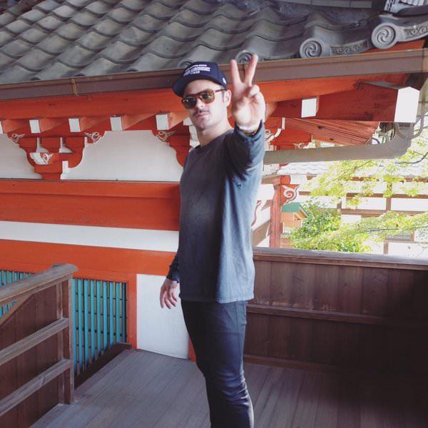 ザック・エフロンが京都に!日本語のツイートも