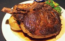 まるで岩!? ハードロックカフェ史上最大の「1kg ステーキ」--超ゴツイのにしっとりやわらか