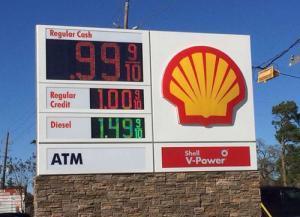 テキサスでガソリン1ガロン(3.8リットル)が99セント! 水よりも安い! みんなガソリンを飲もう!