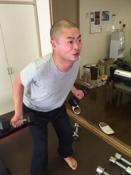 小島よしお あばれる君に筋トレ「お腹すぐに割れる」と太鼓判