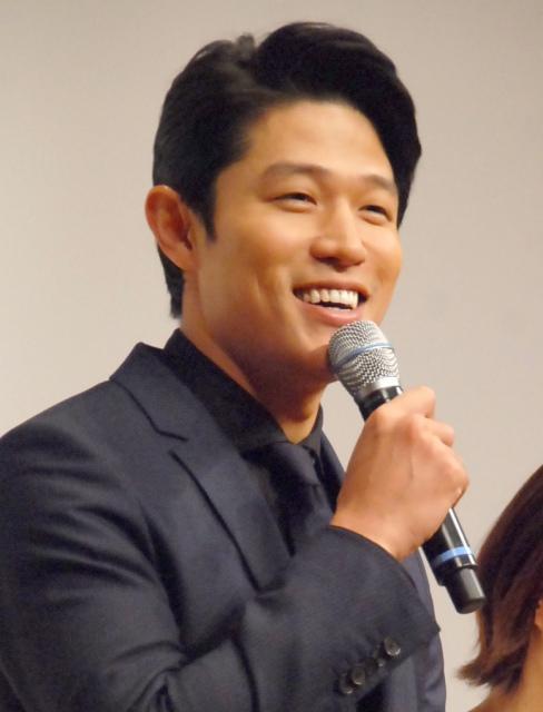 鈴木亮平、主演舞台で再び肉体改造 ポイントは「バランス」
