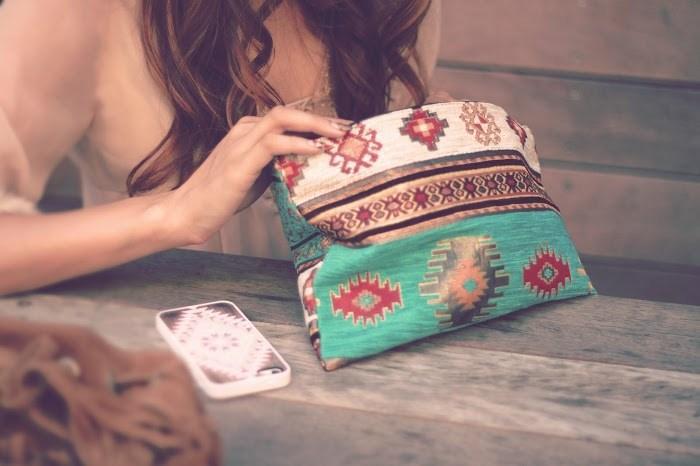 リュックは問題外? 小さいバッグを使う女性がモテるのは何故か