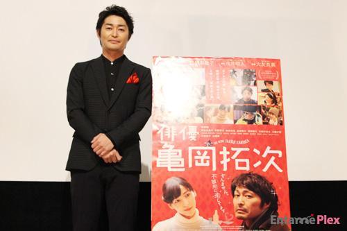 安田顕、チョコ賄賂で記者を誘惑! 「この意味分かりますよね~!?」と不敵な笑み