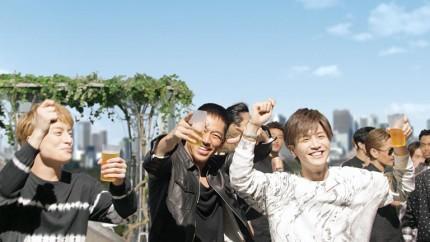 EXILE、CM撮影でリアル飲み会? 関口メンディー、ビール片手に「ウメンディーー!」