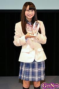 """""""日本一制服が似合う少女 """"中野あいみ、「お手本になれるように頑張っていきたい」"""