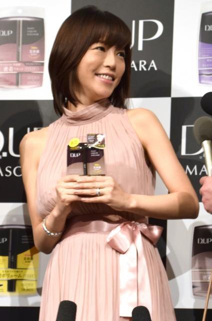 釈由美子、妊娠後初公の場 議員の不倫騒動は「反面教師」