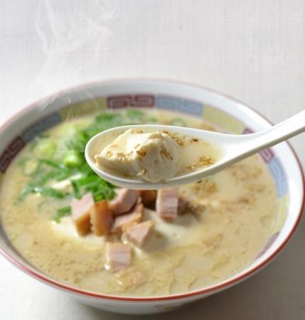 一風堂、麺がないラーメン「白丸とんこつ100年豆腐」を3店舗で限定発売!