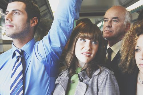【心理テスト】満員電車の立ち位置でわかる、未来の夫に求めている男性タイプ