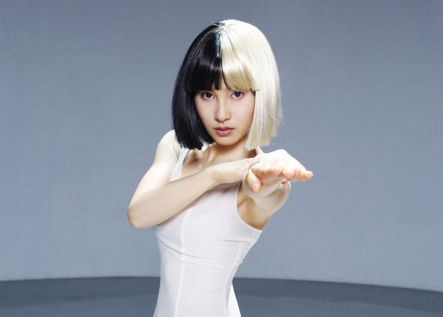 土屋太鳳、覆面歌手シーアMVで圧巻ダンス! 振付師絶賛「鳥肌立つ」