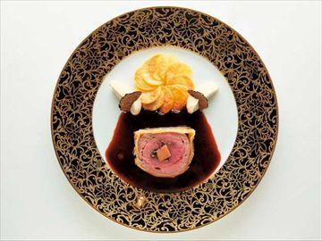 オマール海老を活かした野菜のテリーヌと仔牛を使った肉料理