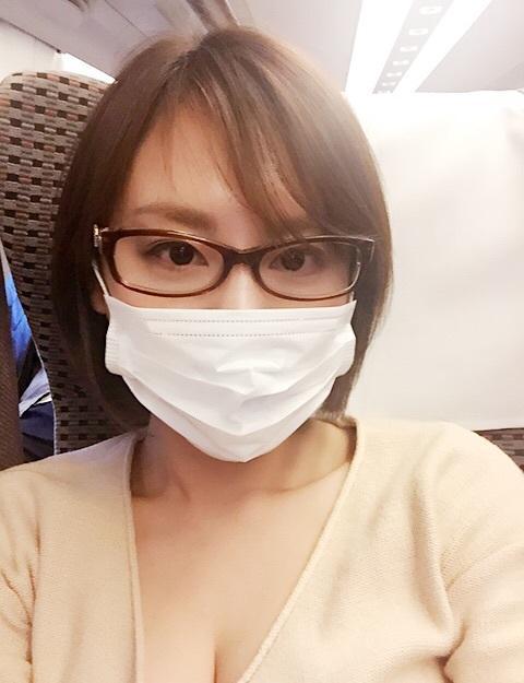 高橋真麻 マスクに胸の谷間露わな写真公開でファン興奮