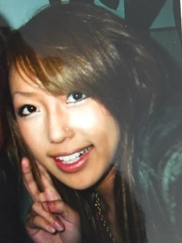 アレク 妻・川崎希がギャル時代の写真公開「鼻にピアスか」