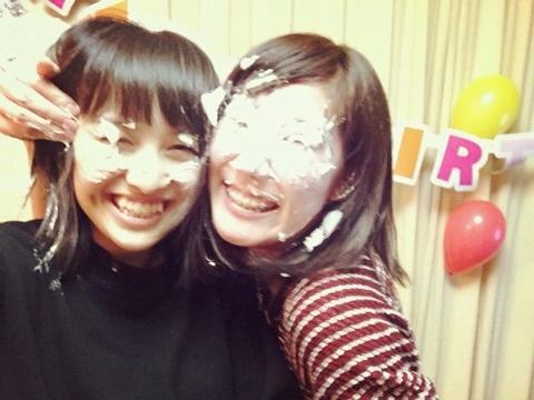百田夏菜子が兄の誕生日にパイ投げして顔面クリーム状態