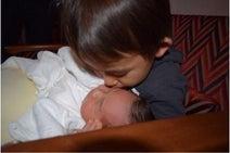 東尾理子 妹にキスしまくる息子の写真公開「ドキドキ」