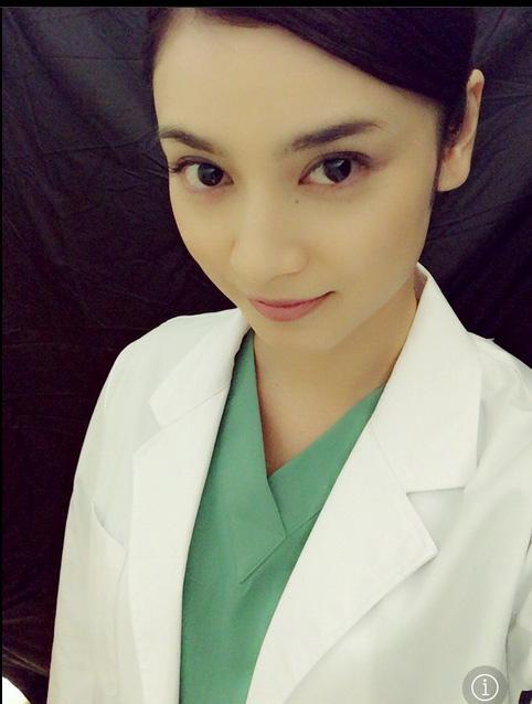 平愛梨が外科医役での白衣姿を公開し撮影の裏話語る