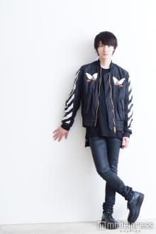 桜田通、スタイル際立つ私服をチェック ファッション、食生活、「絶対欠かさない」習慣も<Q&A>