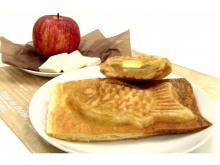 パイたい焼き第二弾が登場♡ 見た目はたい焼き、食べるとサクサクのアップルパイがやみつき!!