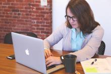 PC利用者の8割が発症!? 「電子メール無呼吸症候群」の原因と改善方法