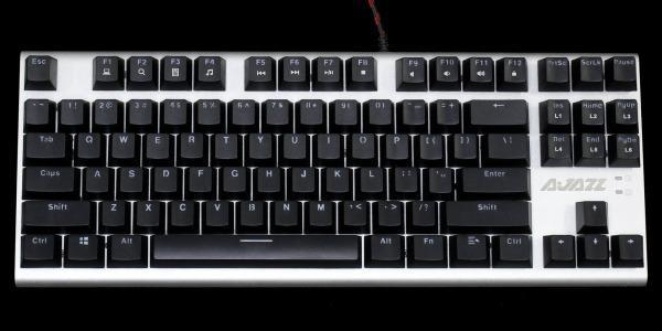 キーがLEDで光るキーボード