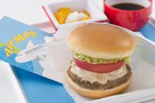 JAL×モスの機内食コラボ 人気メニューを空の上で