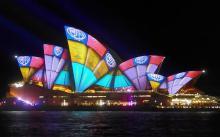 シドニーで光の祭典=オペラハウスも七変化-豪