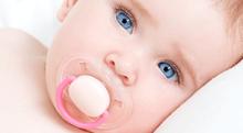 """赤ちゃんの<span class=""""hlword1"""">さかさまつげ</span>は治療すべき?"""
