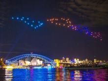 ドローン100機が光の舞=豪シドニーの夜空彩る
