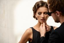 あなたは不倫体質の女?「なぜか不倫しやすい妻」の悲しい特徴4つ